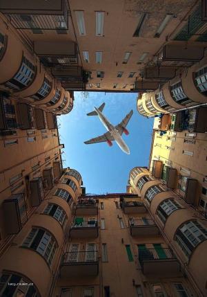 Lietadlo nad hlavou