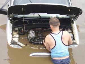 trochu moc vody v motoru