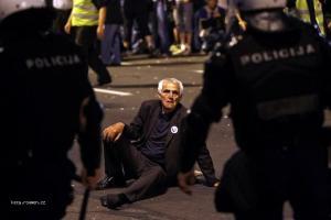 foto tyzdna  Srbsko  Nepokoje pre zatknutie Ratka Mladica