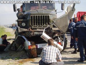 ogrishdotcomcar vs truck in russia2