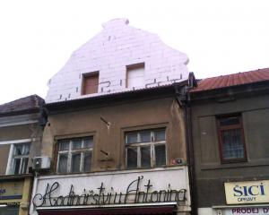 stara architekturamoderni materialy