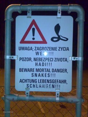 pozor hlidaci hadi   oplocene parkoviste