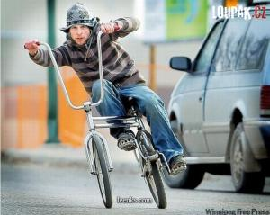 Jak si to frčí týpek na kole