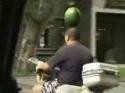 Borec - Jak se vozí meloun na skútru