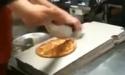 Borec - Balení pizzy do krabice