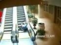 Děda na eskalátoru