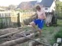 Idiot – drsný dřevorubec