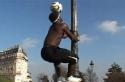 Borec - Na lampu s míčem na hlavě