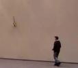 RC vrtulník - přistání na zdi