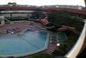 Borec - skok do bazénu z balkónu