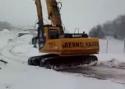 Zimní drift s bagrem