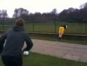 Idiot - kop míčem