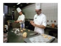 Borec - Výroba narozeninového dortu