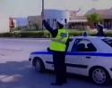 Motorkář si vystřelil z policisty