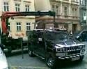 Hummer vs. odtahovka městské policie