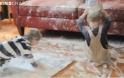 Děti doma s pytlem mouky