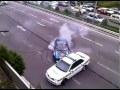 Idiot – učí policii driftovat