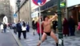 Partička - Genzer tančí v tangách