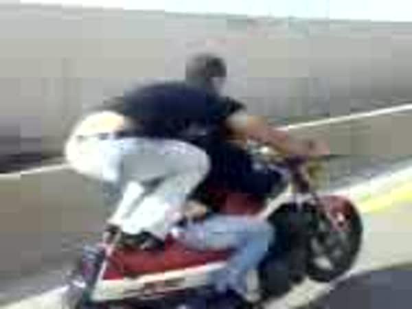 Riskování se životem na dálnici [moto]