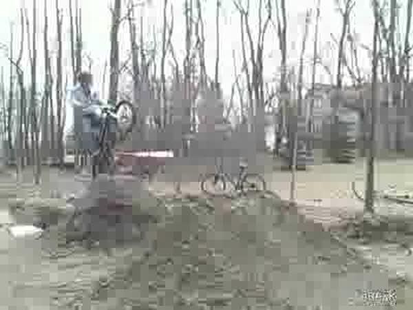 Nepovedený skok na kole