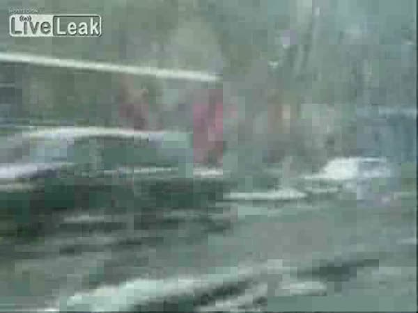 Rusko - díra v silnici