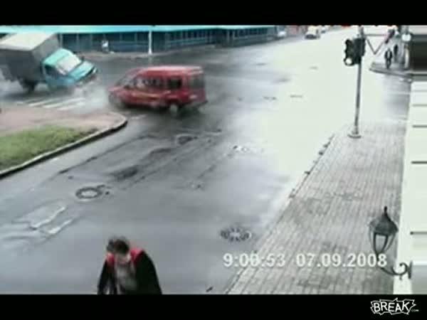 Dopravní nehoda na křižovatce