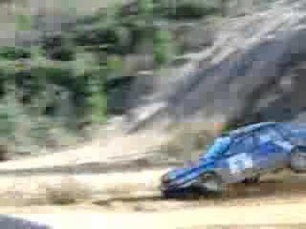 Rally - nehoda po velké skoku