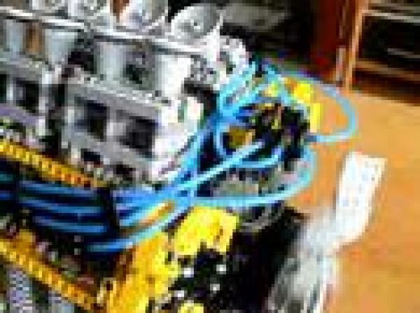 LEGO - postavený motor