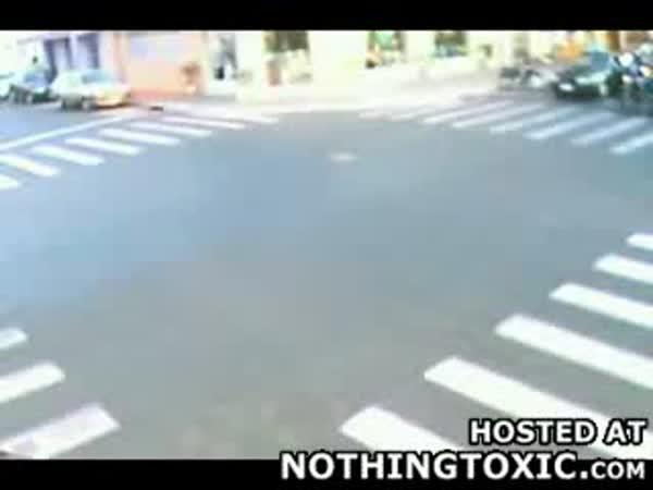 Na křižovatce - moto vs moto - nehoda
