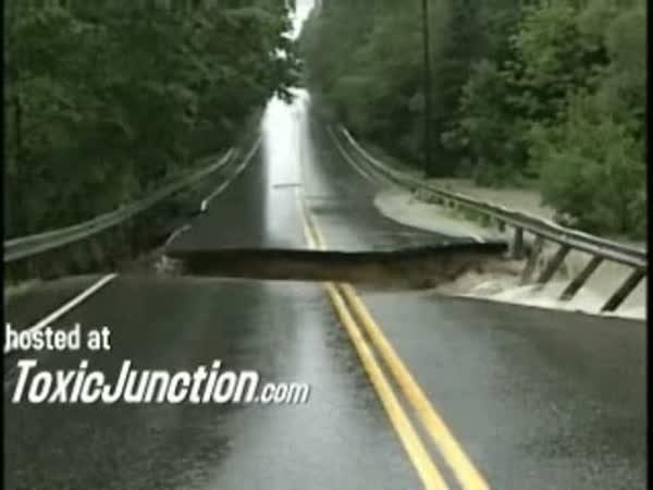 Síla vody vs. silnice