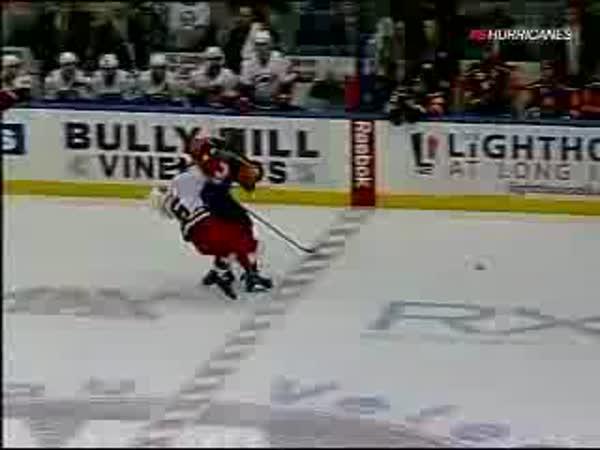NHL - velmi tvrdý zákrok