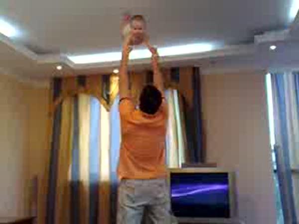 Táta si hraje se synkem