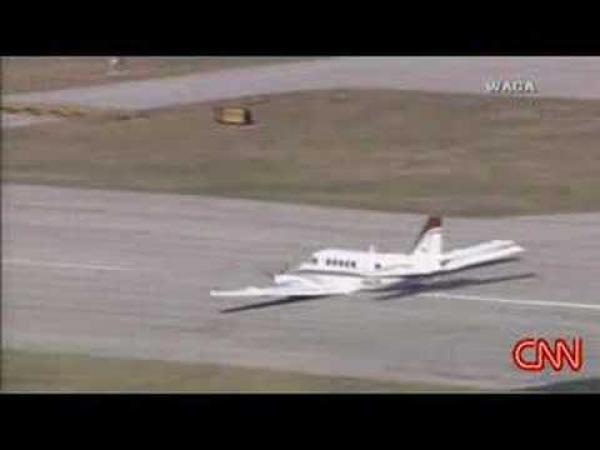 Letadlo - přistání bez podvozku