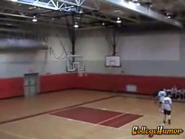 Basketbal - koš přes celé hřiště [kompilace]