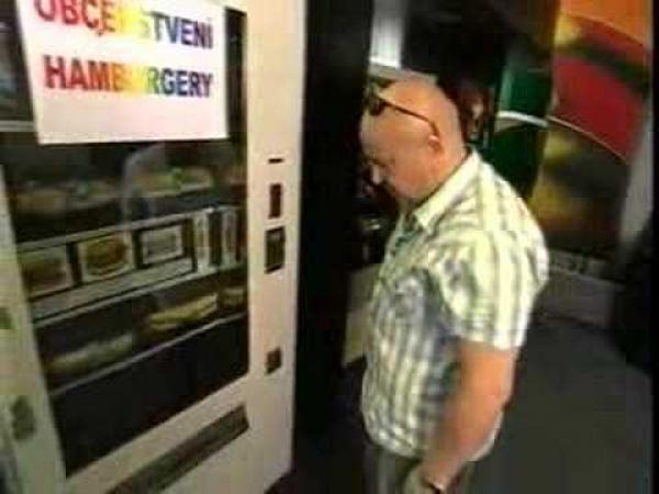 Zdeněk Izer - automat na hamburger