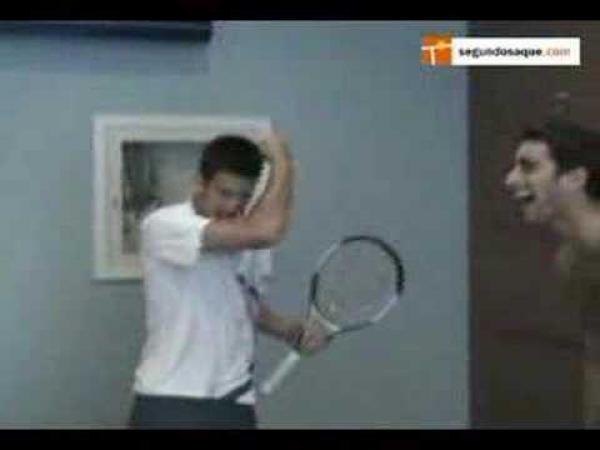 Tenis - Novak Djokovič předvádí své soupeře