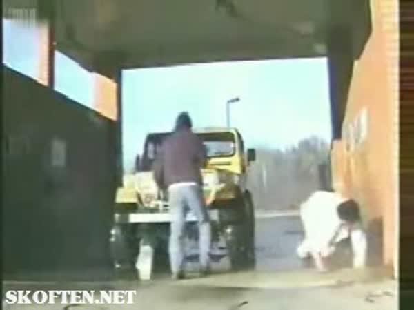 Mytí auta může být nebezpečné