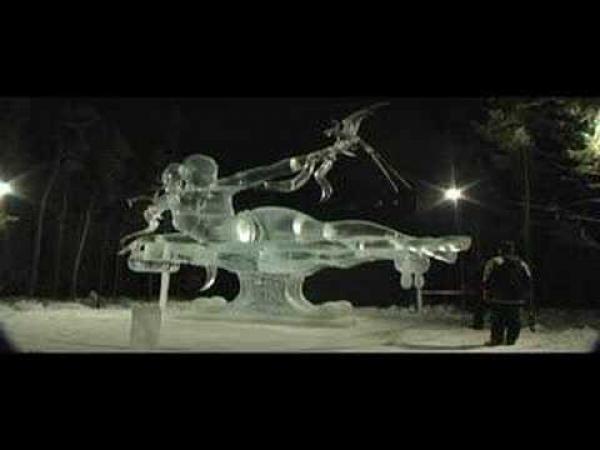 Nádherná socha z ledu - zřícení