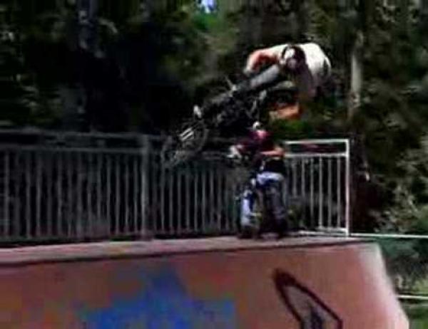 Freestyle BMX - speciální front flip