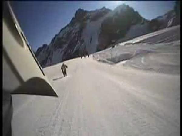 Extrémní sjezdy na sjezdovce - na kolech
