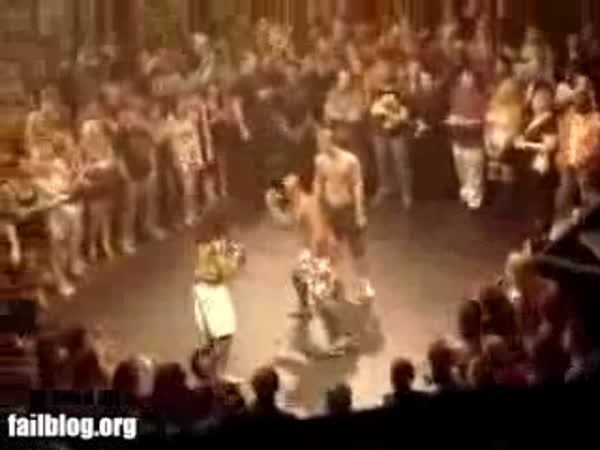 Úsměvná rvačka s machýrkem