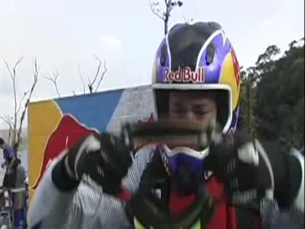Travis Pastra - vodní skok