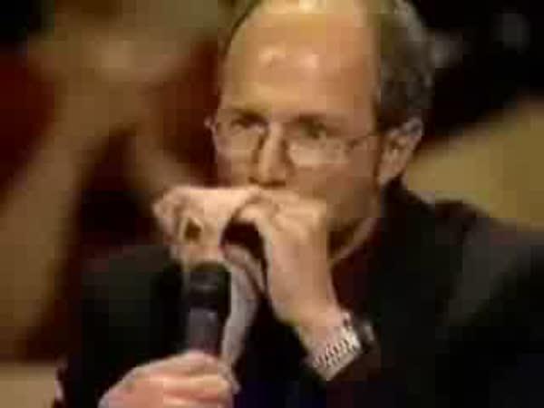 Borec s foukací harmonikou