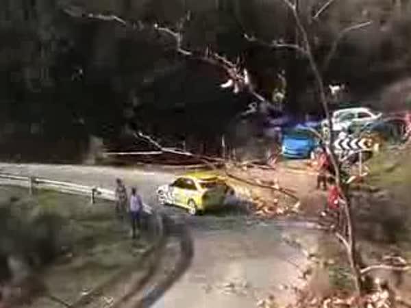 Rally - líní fanoušci s auty