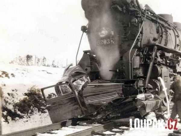 OBRÁZKY -  Nehody vlaků
