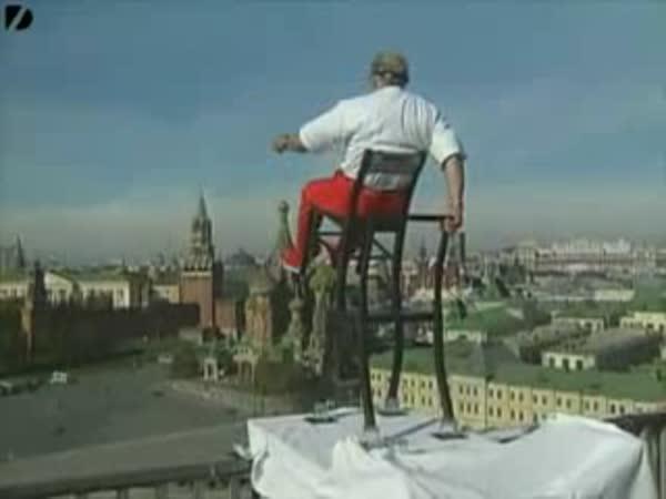 Adrenalinový kousek se židlí