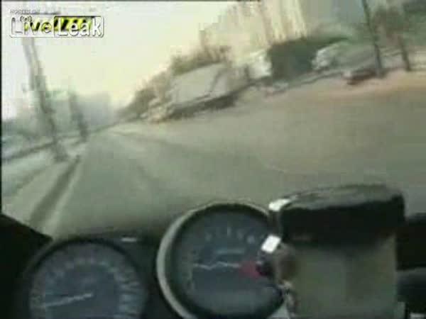 Motorkář ve městě