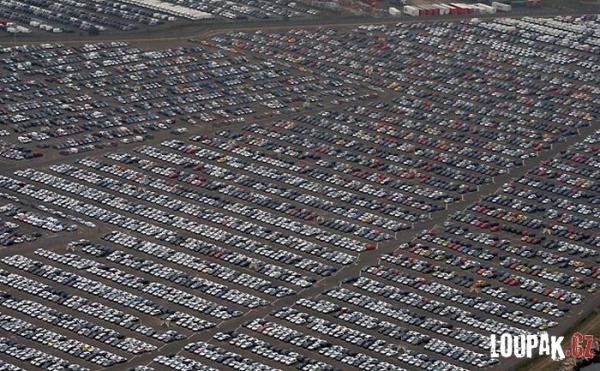 OBRÁZKY - Zásoby aut v USA