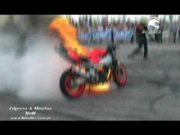 Šílené kousky na motorkách