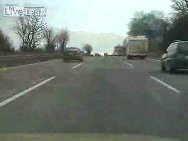 Idiot na dálníci - šílená jízda BMW M3